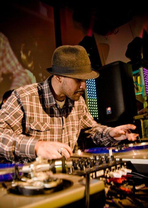 O Dj que toca com Kanye West se apresenta na Clash Club