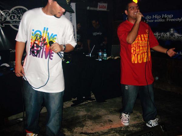 Imagem de arquivo dos MCs do Savave