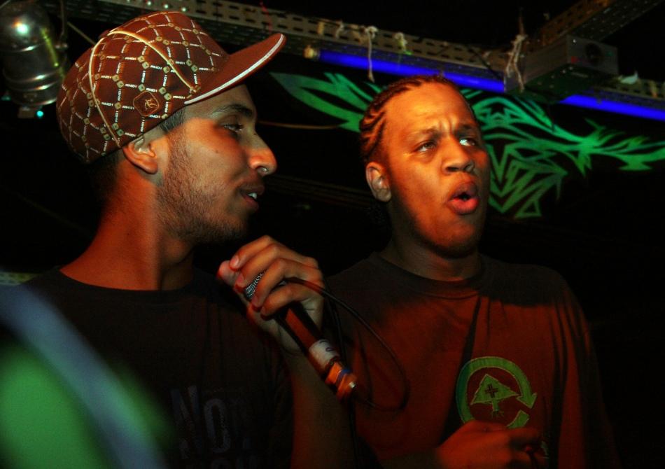 O show teve participação especial de Rashid (à esq. ) e Kamau