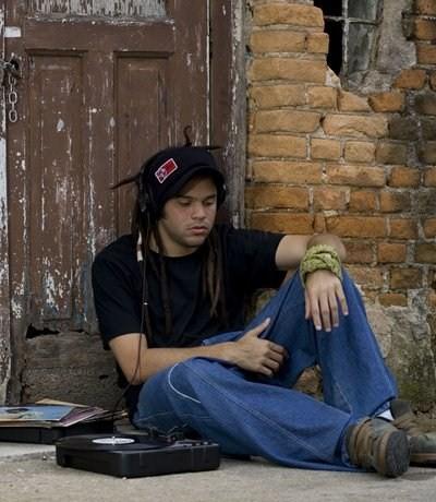 O MC Crespo se inpirou em Wilson Simonal para dar nome ao grupo