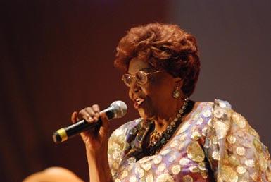 Dona Ivone lara mostrou todo o seu vigor no palco