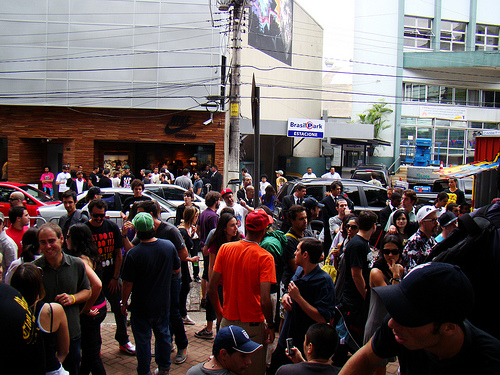 Público da inauguração da loja na Nikesportswear by Samuel Prado