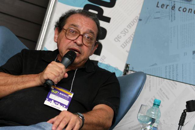 Ruy Castro em uma palestra de lançamento de livro (Arquivo)