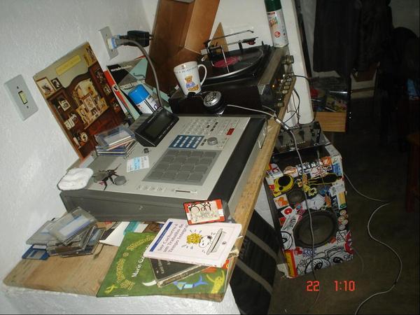 Emicida comprou a MPC do estúdio onde trabalhou por algum tempo