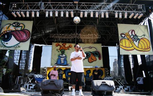 Thaíde, que se apresentou em 2008, comanda o palco rap em 09' - Daigo Oliva