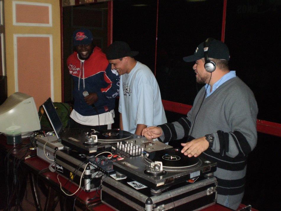 Dj Nato PK (centro) e Dj Big Edy (dir.) comandaram os toca-discos