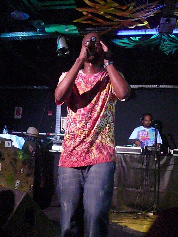 Parteum, em seus 10 anos de carreira, e DJ Suissac