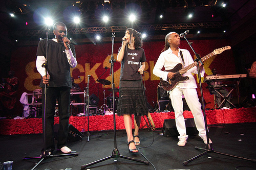 Ontem teve Youssou N'Dour, Marisa Monte e Gilberto Gil  (back2blackfestival.wordpress.com)
