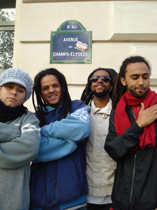 Os quatro MCs do Pentágono durante turnê na França (MySpace)