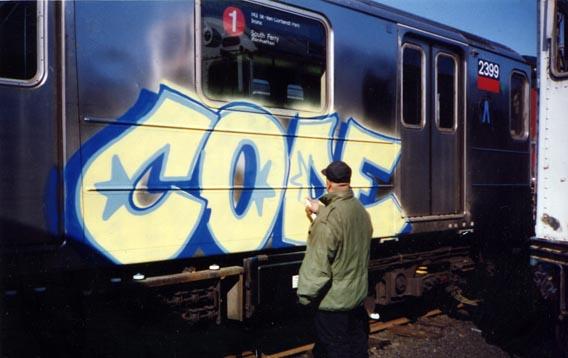Cope bombardeando um trem (Divulgação)